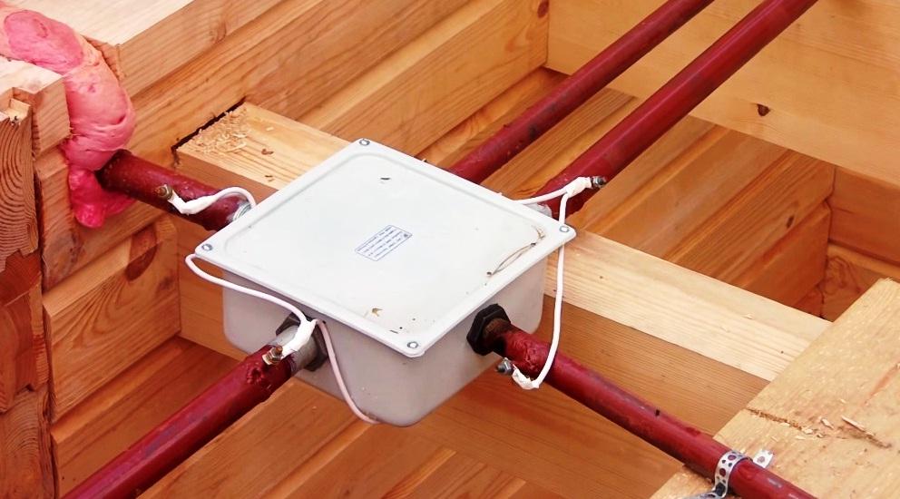 Скрытая электропроводка в деревянном доме своими руками 436